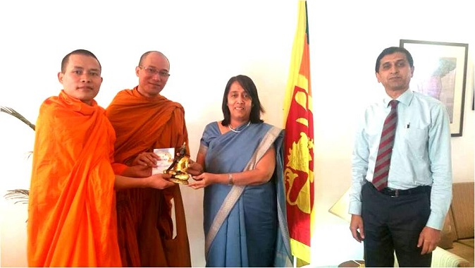 Monks with High Commissioner of Sri Lanka Smt. Chitranganee Wagiswara